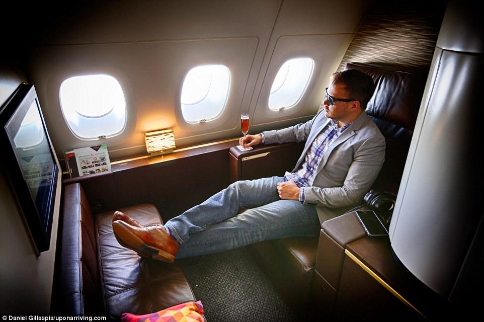Дэниэл Гилласпиа объехал весь мир со своим партнером и заплатил лишь малую долю от истинной стоимост