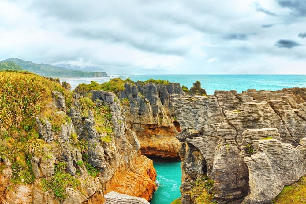 © mapsofworld  Главной достопримечательностью этого парка являются блинные известняковые скалы