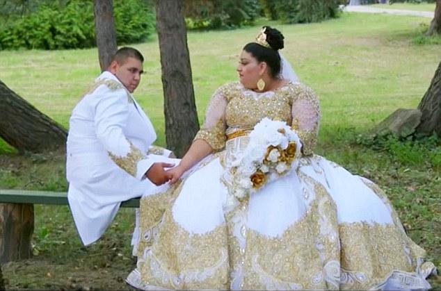 Дорого-богато: цыганская свадьба с платьем за 175 тысяч долларов и дождем из денег (10 фото)