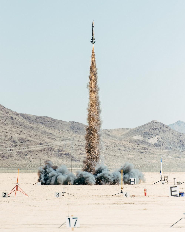 Любители запускать ракеты из Калифорнии