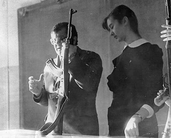Во многих школах открыли тир, где стреляли из мелкокалиберной винтовки.