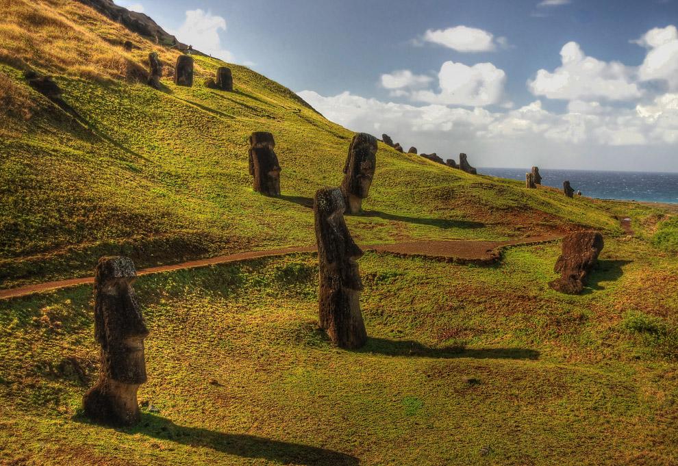 5. Истуканы Моаи изготавливались в период с 12 по 15 века, после этого периода их изготовление