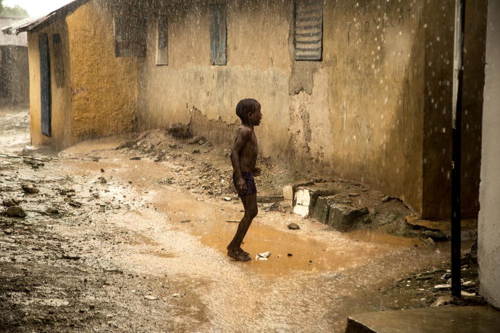6. Но это еще не всё. Десятки тысяч сенегальких детей, отданных на обучение в коранические школы в г
