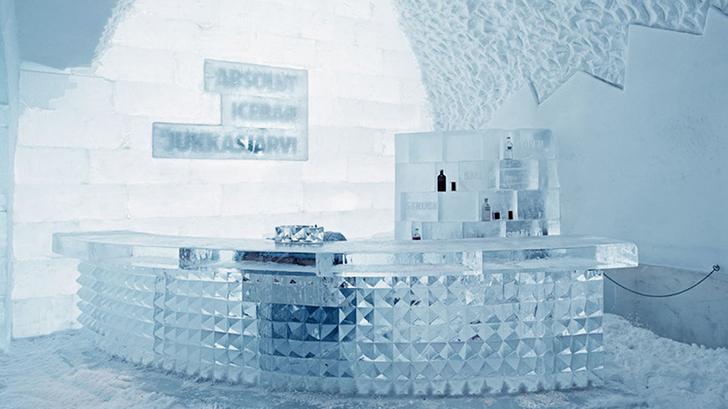 В ледяном-ледяном отеле на севере Швеции в городке Юккасъярви открыли ледяной-ледяной бар. Стуль