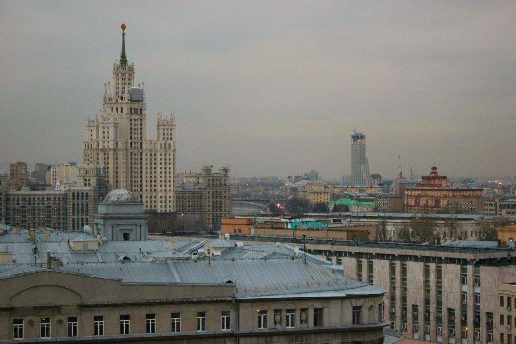 С крыши открываются шикарный вид на центр Москвы