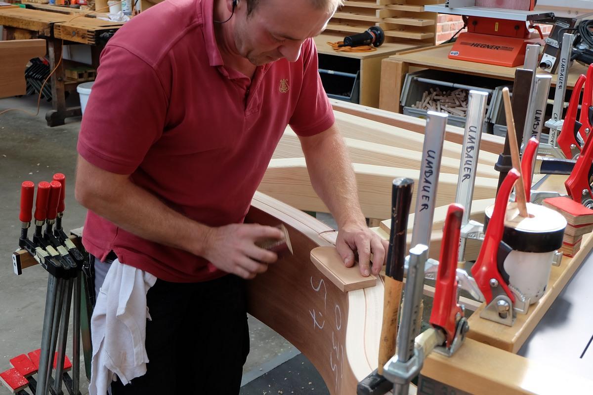 Установка каркаса рояля Steinway & Sons, установка скелета рояля Steinway & Sons