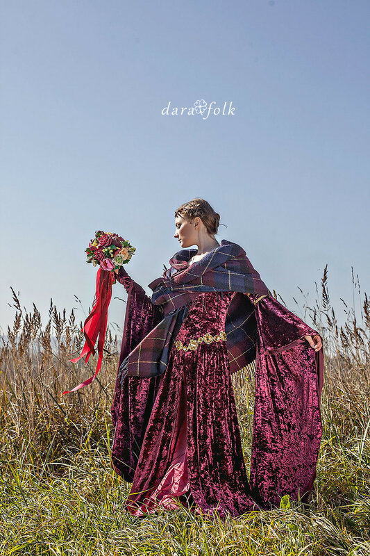 Образ невесты в красном платье.