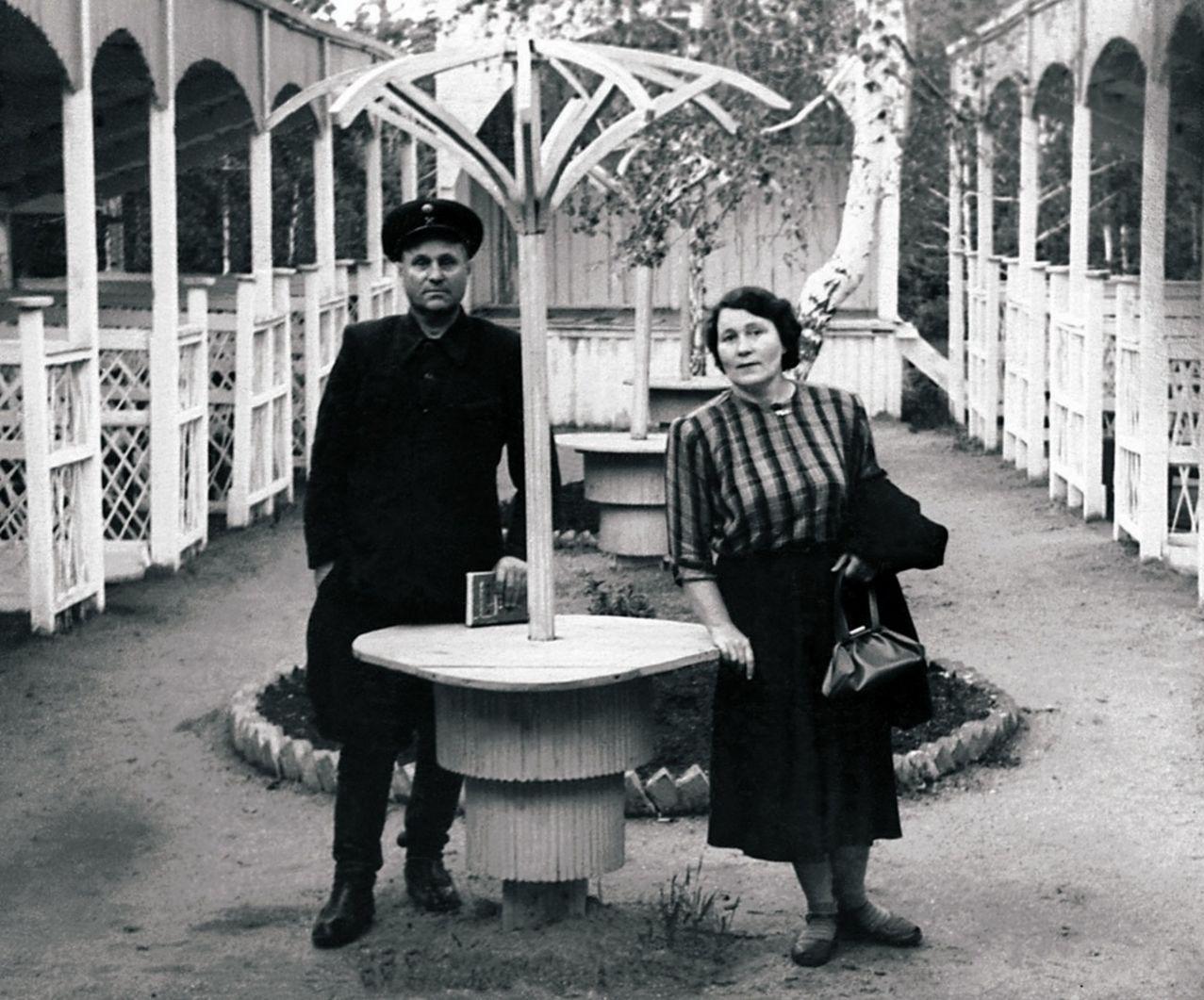 Пласт. Городской парк. В летнем ресторане (1954)