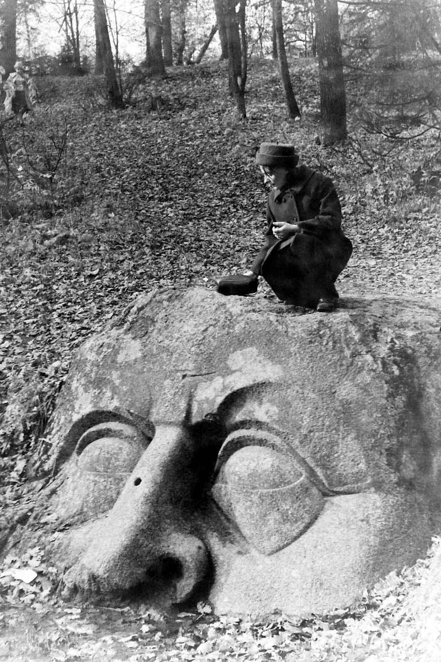 1963. Каменная голова