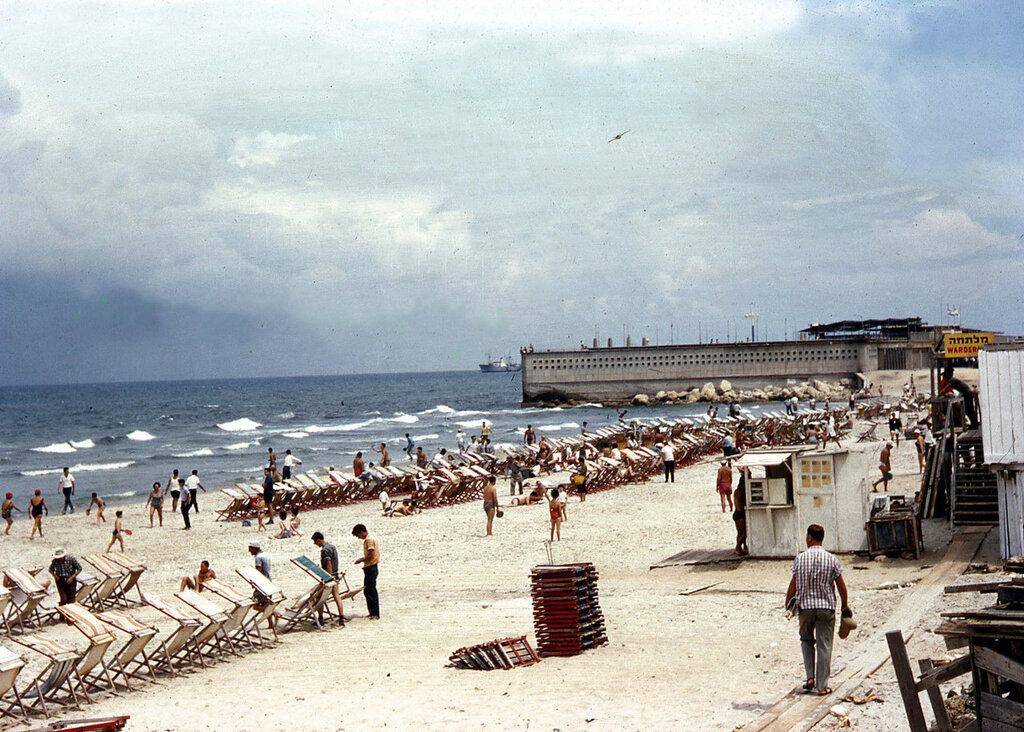 1961 Israel Tel Aviv Beach By Dan Hotel.jpg