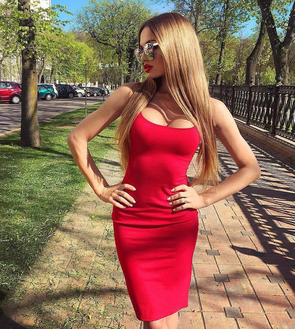 Фото красоток в облегающих платьях 26 фотография