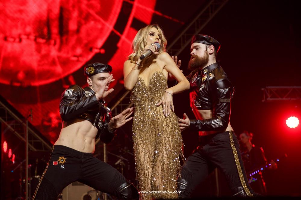 Экслюзивная фотосъемка певицы Светлана Лобода. Фотографии с концерта и поездка за колбасой