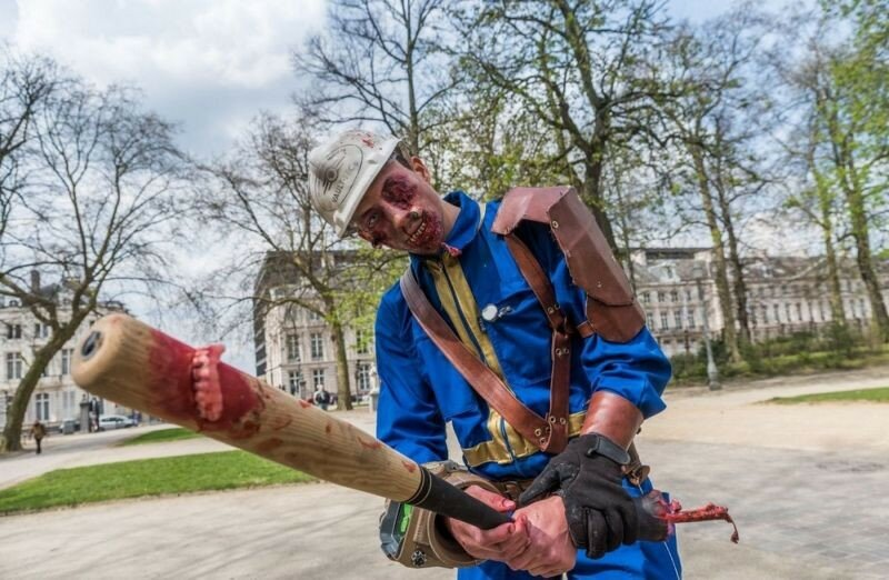 Окровавленные зомби в Брюсселе на фестивале фантастики 0 160791 25a9a3d7 XL