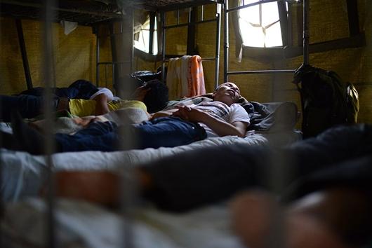 Мигранты вПриморье объявили голодовку из-за длительного ожидания депортации