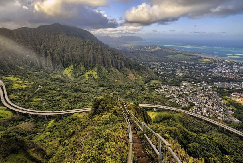 6. Лестница Хайку, Гавайи Поднявшись по 3992 ступенькам, вы окажитесь на высоте 850 метров над уровн