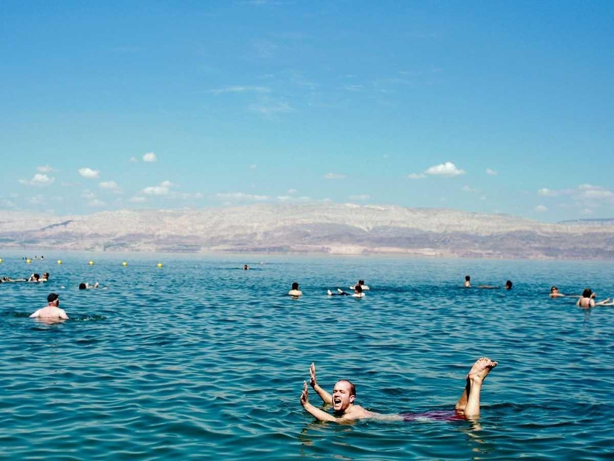 9. Искупайтесь в Мертвом море, Израиль.