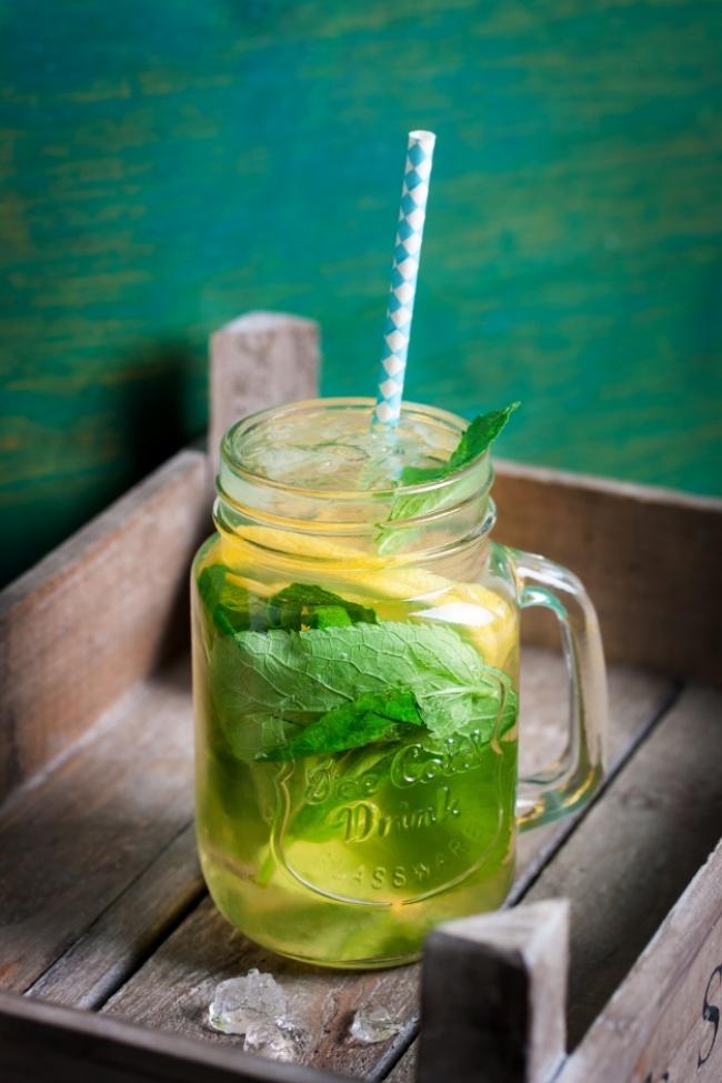 © freepik  Как приготовить: Правильно заварите зеленый чай. (Ополосните чайник кипятком, завар