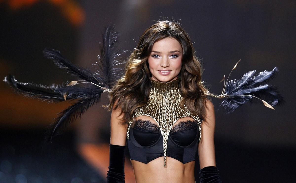 6. 2009 г., бюджет шоу: $10 млн В 2009 г. шоу Victoria's Secret посмотрели 8,3 млн человек. А вот ли