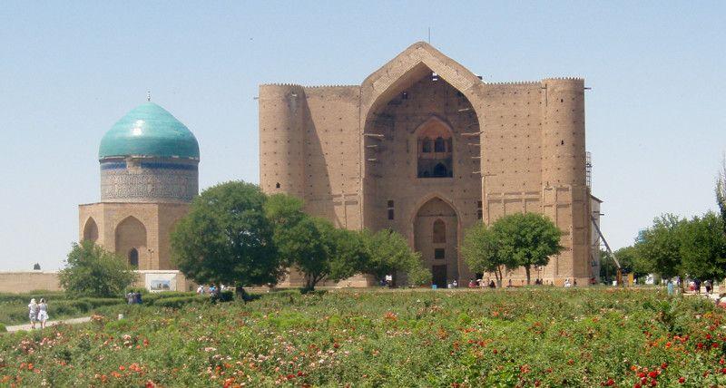 Место паломничества казахстанских мусульман, мавзолей был возведен в 14 веке в честь древнетюркского