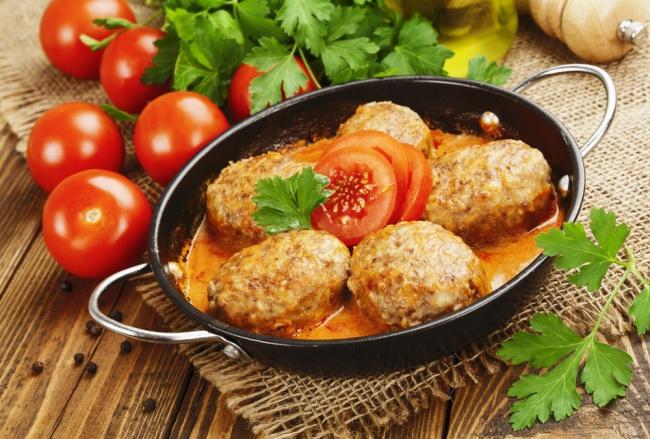 Ингредиенты: жирные сливки 800г куриного мяса 350г мякиша икорочек белого хлеба 400г репчатого л