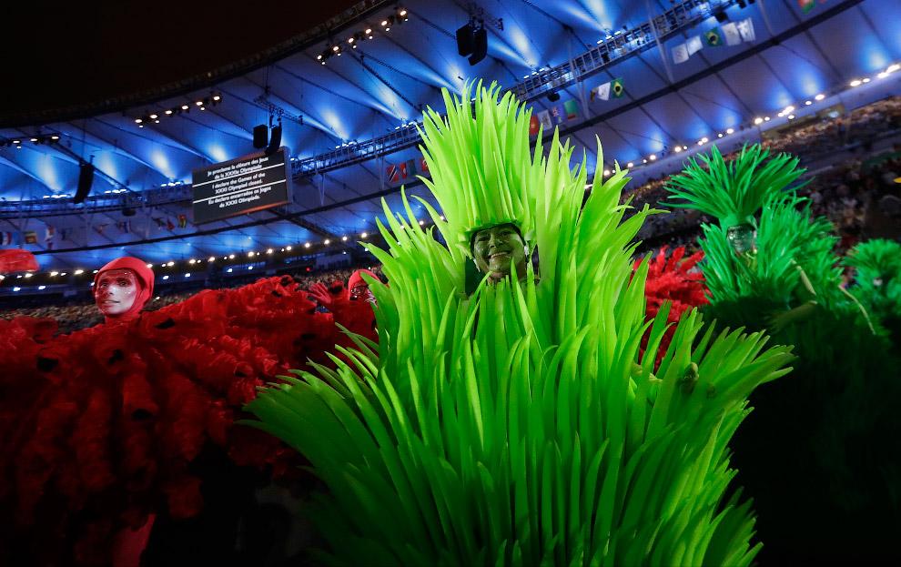 11. На «Маракане» устроили филиал знаменитого Самбодрома: движущиеся платформы, школы самбы, грандио