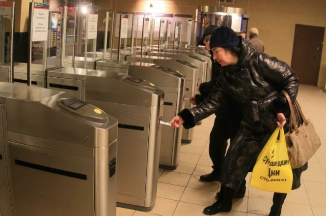 Станцию метро «Чернышевская» закрывали из-за бесхозной коробки