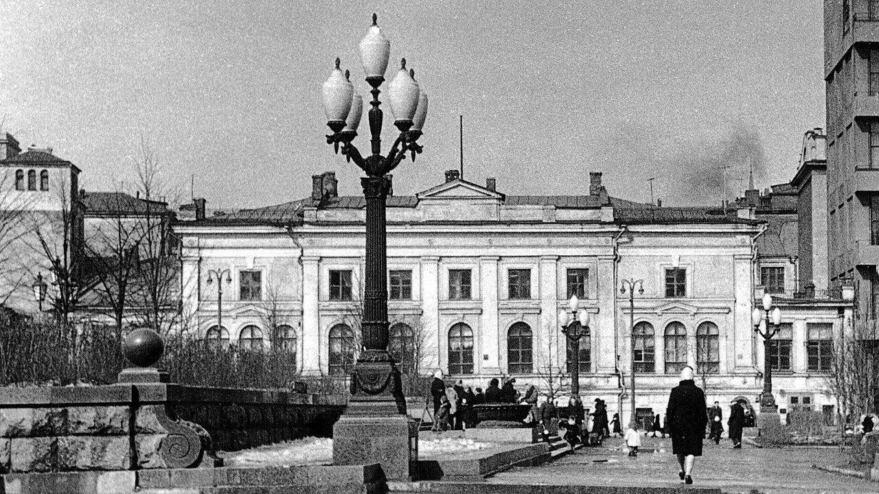 453248 Фасад _дома Фамусова_ на площади Пушкина нач. 1960-х.jpg