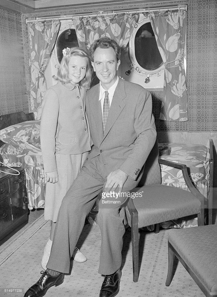 Питер Линдстром показан со своей дочерью Пиа. Он является бывший муж Ингрид Бергман , отец Пиа..jpg