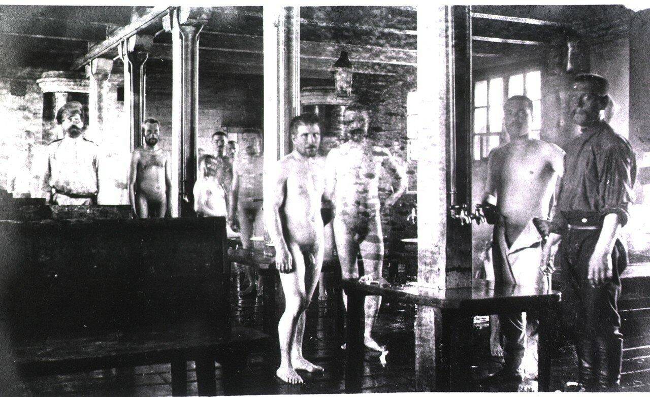 Солдаты в бане, Харбин