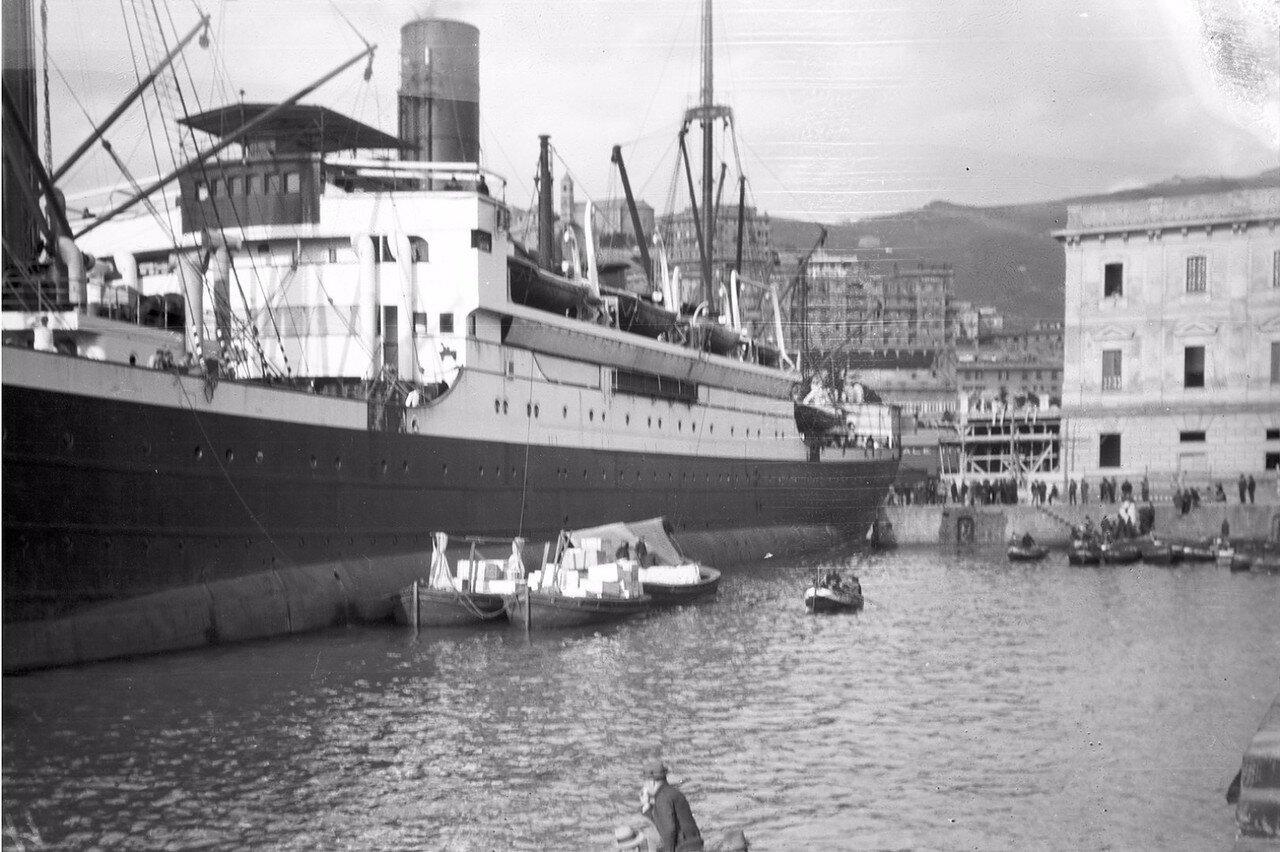 04. Корабль «Фульда» на пирсе в Генуи