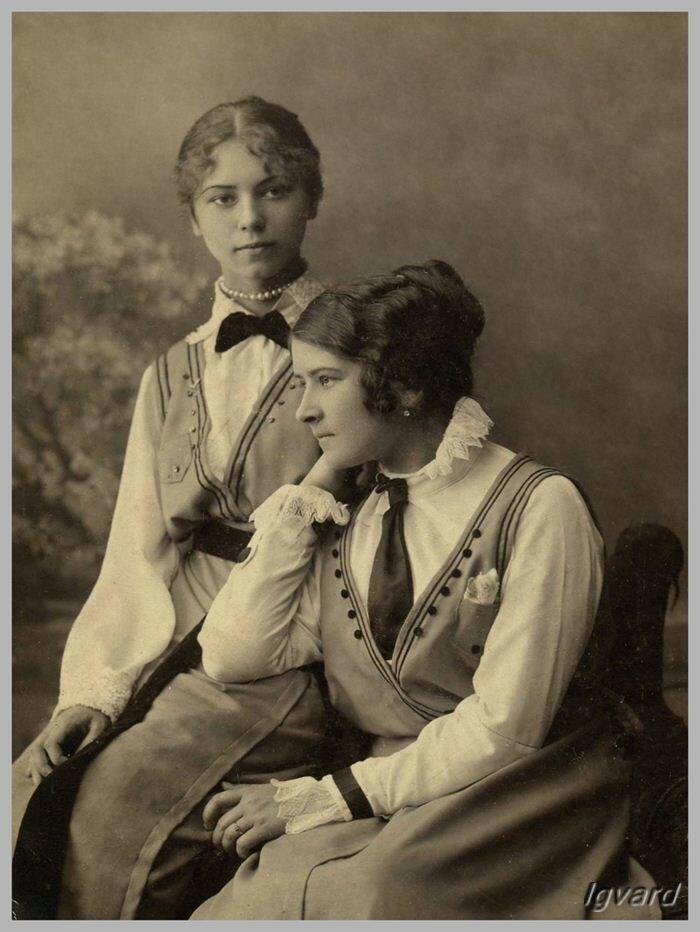 Слева – Анна Барышникова
