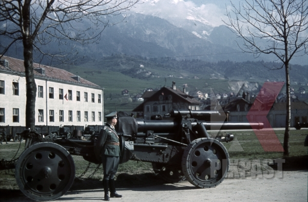 stock-photo-4th-mountain-division-enzian-gebirgsartillerieregiment-94-eugen-kaserne-lohengrin-kaserne-innsbruck-1940-12304.jpg