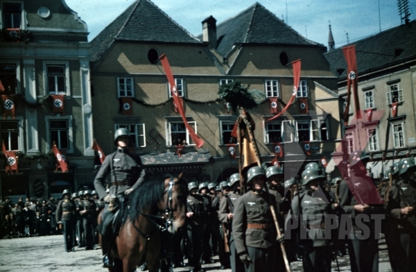 stock-photo-austrian-army-wehrmacht-parade-march-hitler-himmler-visit-leoben-austria-1938-red-flags-town-am-hauptplatz-horse-9735.jpg