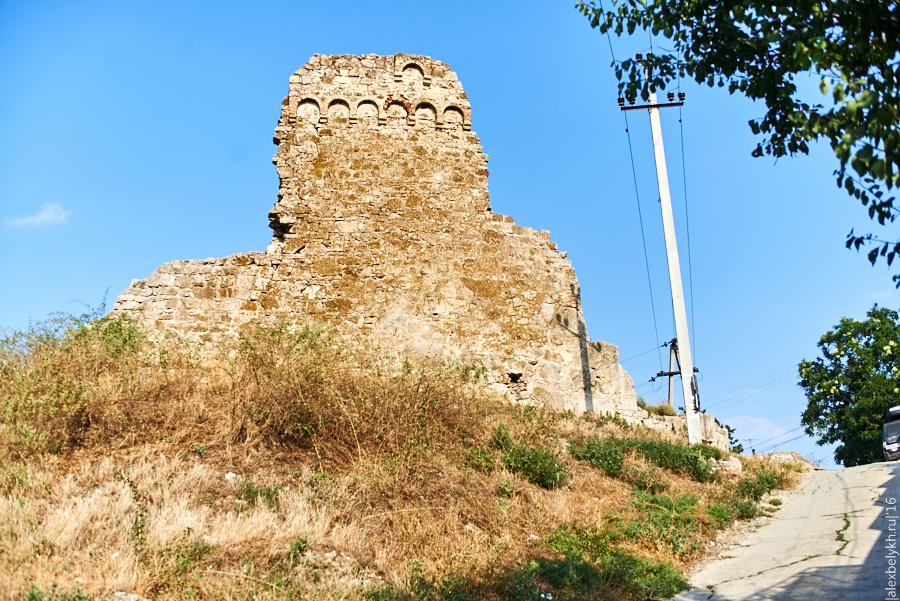alexbelykh.ru, башня крепости в феодосии, крепость Феодосия, Башня Джованни ди Скаффа Феодосия, Круглая башня феодосия, башня 1342 феодосия