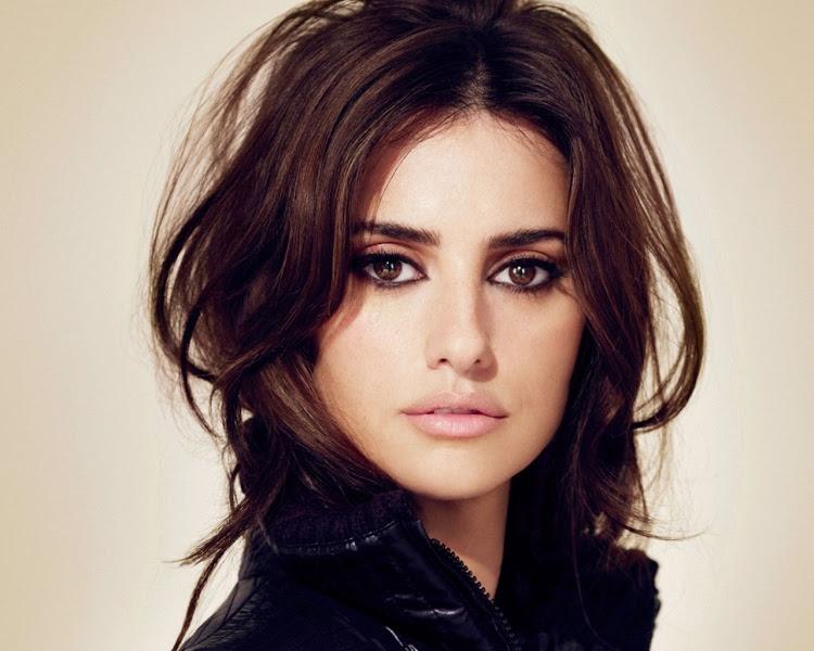 8. Одной из самых красивых женщин в мире считается испанская актриса и модель Пенелопа Крус. В 16 ле