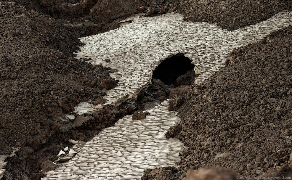 12. Путь к главному кратеру Горелого занимает около трех часов. Чем выше поднимаешься, тем силь