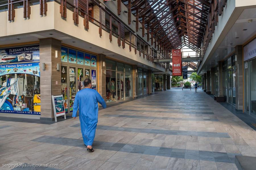 20. А теперь прогуляемся по торговому центру «Райского острова». Это сквозной комплекс с м