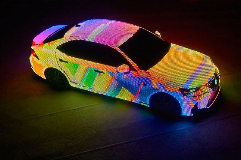 Хамелеонмобиль. Новую модель Lexus покрыли светодиодами