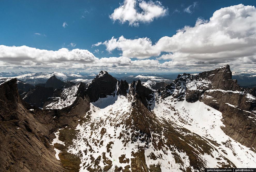 11. Хребет у пика Носорог возле озера Ледяное: