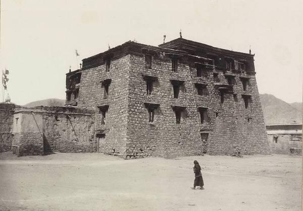 Козлову, однако, не удалось пройти в Лхасу – его экспедиция была остановлена тибетцами возле границы
