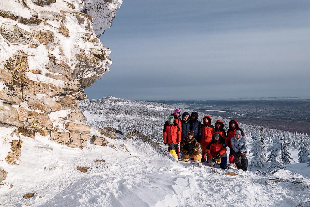 23. После еще одного термоса с чаем, мы встали на лыжи и направились в сторону Первой сопки.<br