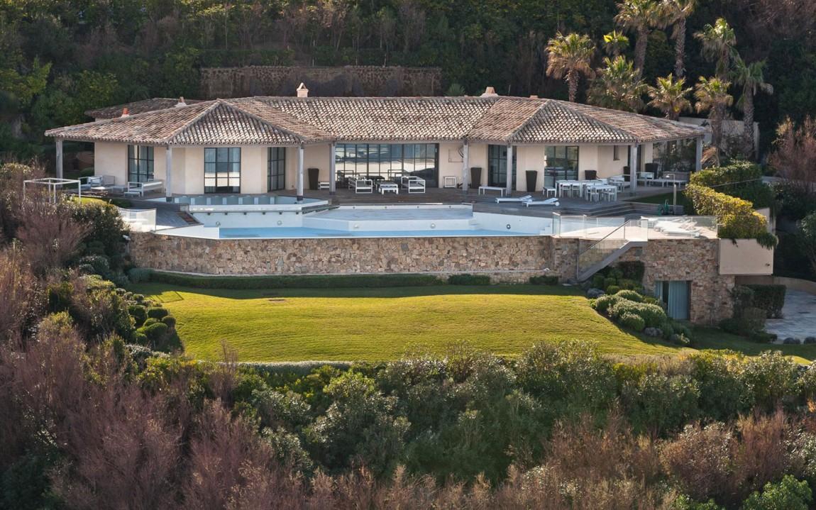 Роскошная вилла Villa des Parcs