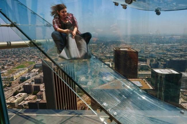 © ASSOCIATED PRESS  Аттракцион Skyslide («Небесная горка») открылся этим летом всамом высоком
