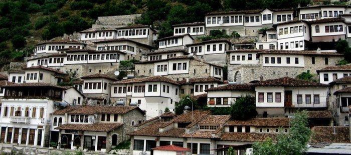 2. На Балканах этот город считается одним из наиболее хорошо сохранившихся типичных населенных пункт