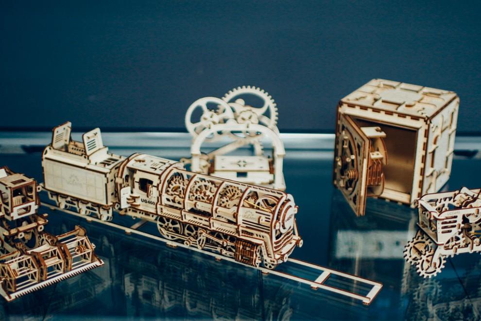UGEARS — самоходные модели, которые собираются без клея. Каждая деталь с невероятной точностью сдела