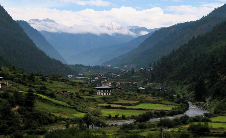 4. Бутан Это королевство признается одним из самых счастливых во всем мире. Однако, еще в конце 90-х