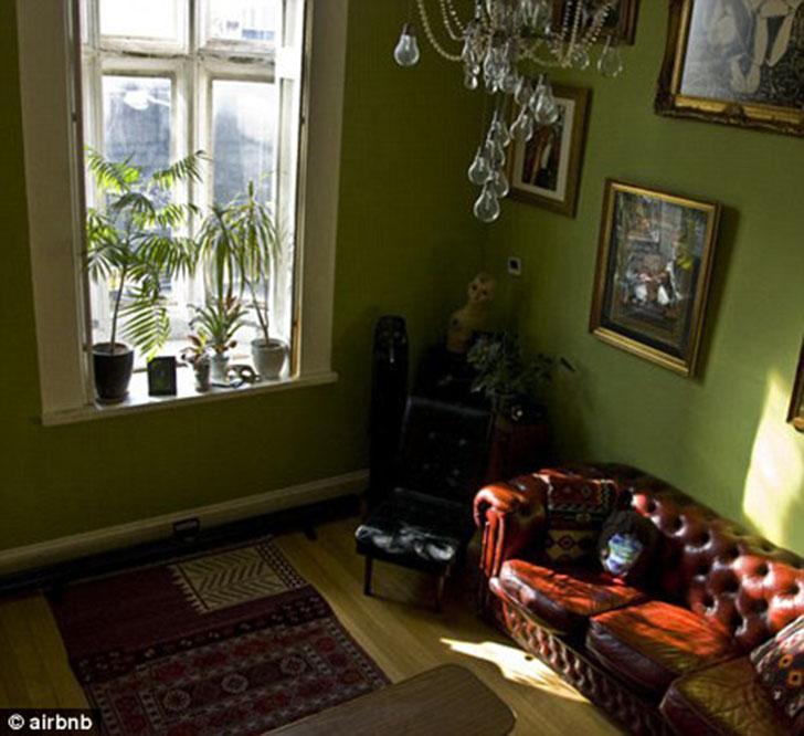 Здесь высоченные потолки, огромные окна, деревянные полы и даже раздвижная дверь XIX века. Однозначн