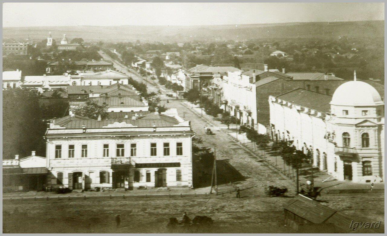 Вид с высоты Троицкого храма на улицу Харьковскую