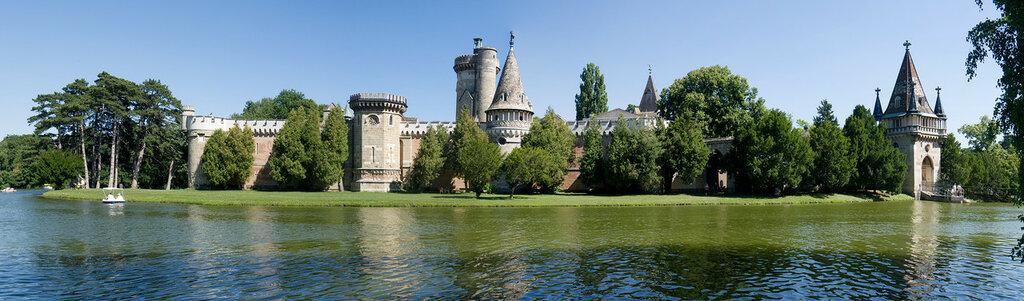 Schloss_Laxenburg_Franzensburg_2.jpg
