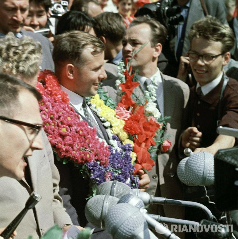 1962 год. Юрий Гагарин на VIII Всемирном фестивале молодежи и студентов.jpg